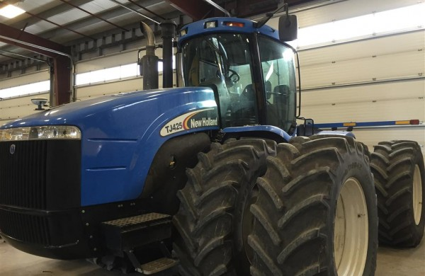 2005 New Holland TJ425 Tractor
