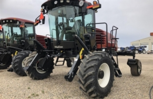 2018 MacDon M1170- DLUX Windrower
