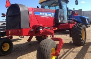 2014 New Holland 200 SPEEDROW Windrower