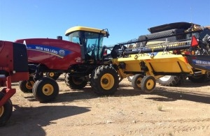 2015 New Holland 130 SPEEDROW Windrower