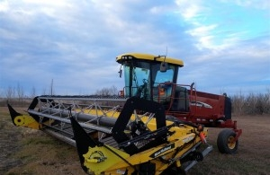 2007 New Holland HW325 Windrower
