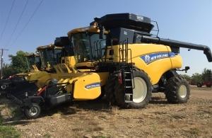 2012 New Holland CR9090 Combine