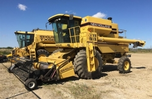 1996 New Holland TR98 Combine