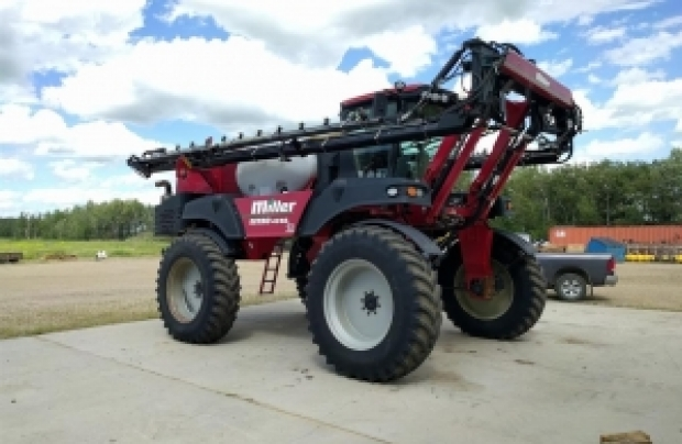 2008 Miller 4240 Sprayer