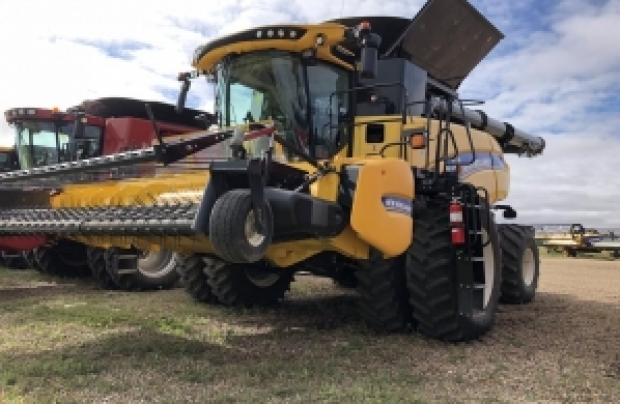 2015 New Holland CR9.90 Combine